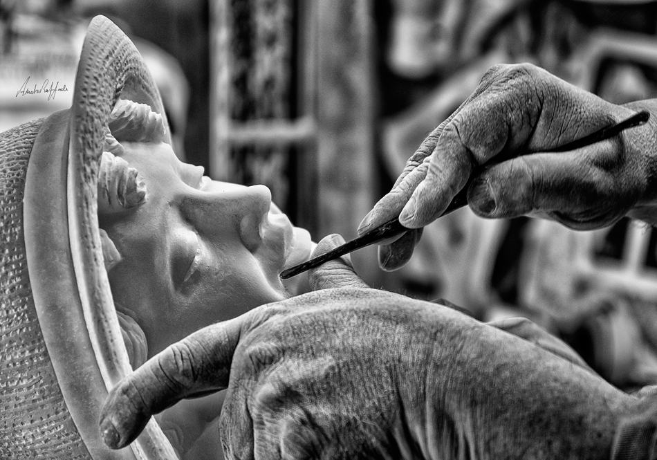 Tuscany-Volterra-work-hands-sculptor-alabaster-photography-monochrome-black-white-italian-art